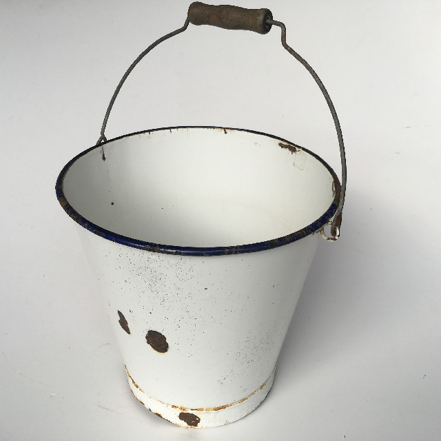 BUC0011 BUCKET, White Enamel w Handle $15