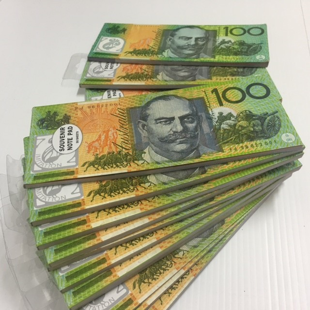 MON0044 MONEY, Cash Notes - Australian Notes (in Notepad) $1.25