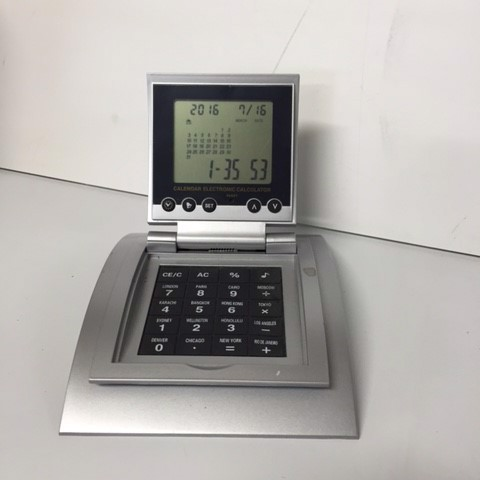 CLO0129 CLOCK, Desk Clock w Calculator $3.75