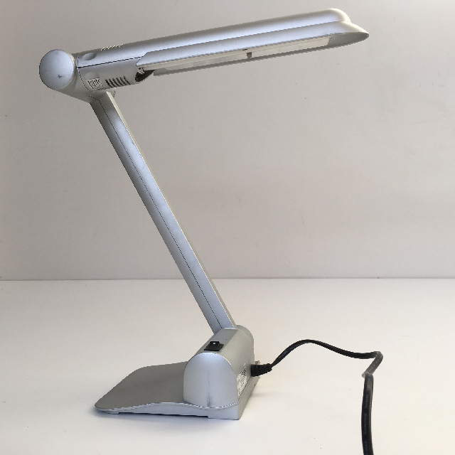 LAM0431 LAMP, Desk Lamp - Silver Contemp $15