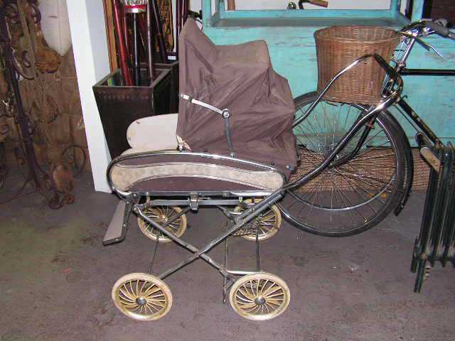 PRA0006 PRAM, Brown Retro 1970 $50