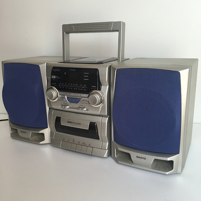 RAD0007 RADIO, Boombox - Silver Sanyo Blue Speakers $25