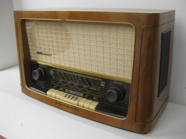 RAD0016 RADIO, 1950s Grundig Wooden Case $62.50