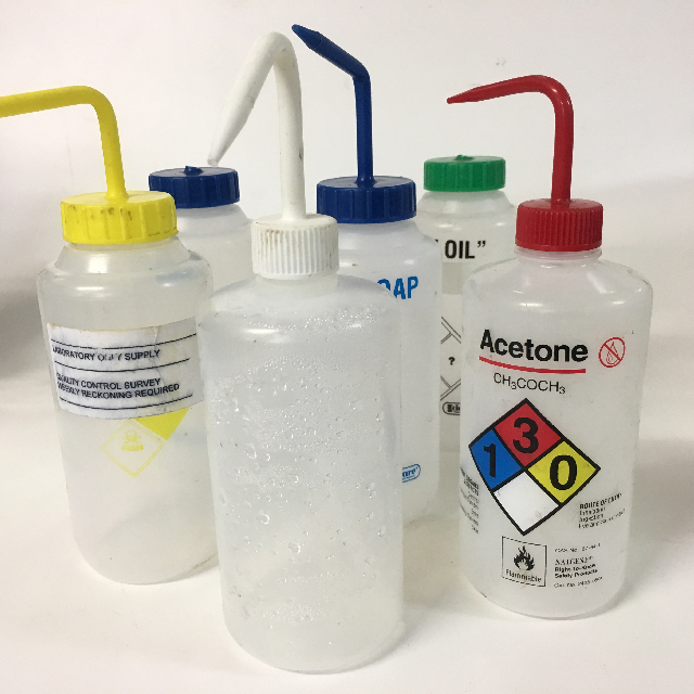 BOT0165 BOTTLE, Plastic Lab Squeeze Bottle w Coloured Spout $2.50