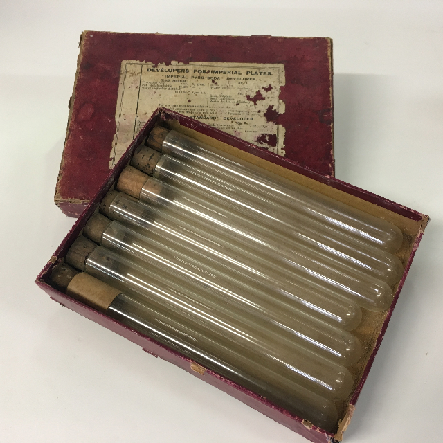 TES0007 TEST TUBE SET, Vintage in Pink Red Box $12.50