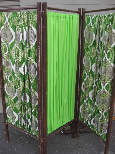 SCR0012 SCREEN, 3 Panel Timber w 1960s Green Fabric $45