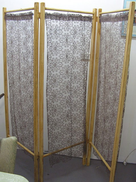 SCR0009 SCREEN, Timber 3 Fold w Lace Panels $37.50