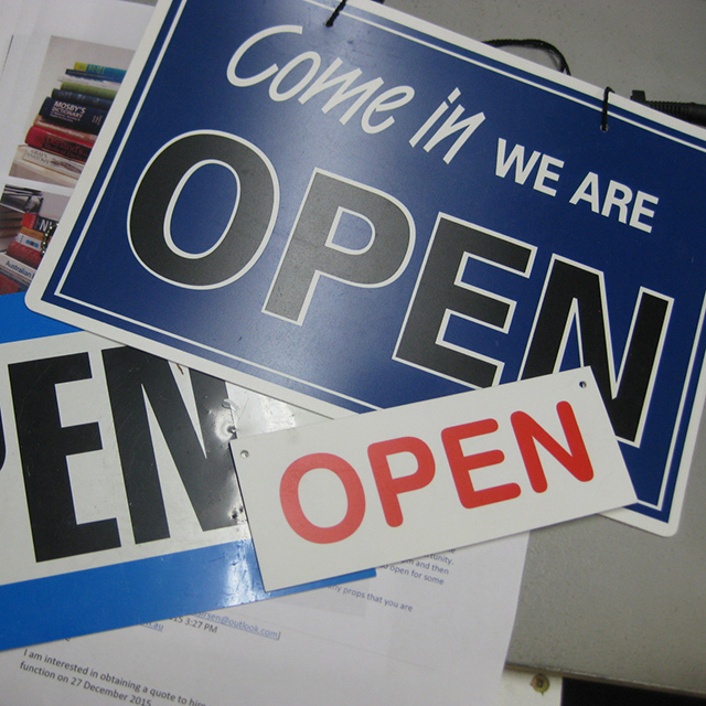 SIG0076 SIGN, Store - Open or Closed $2.50