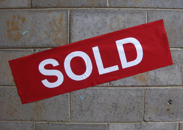 SIG0028 SIGN, Real Estate Sold Sticker Red or Black 25x85cm $5