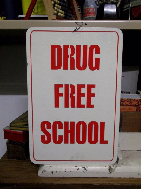 SIG0056 SIGN, School - Drug Free School $15