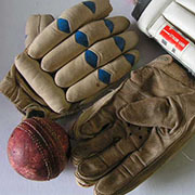 Styling - Cricket Gloves & Ball