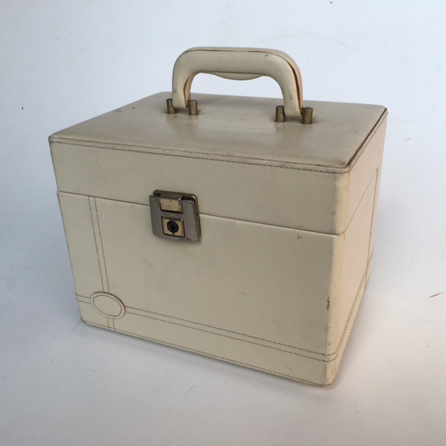 BEA0001 BEAUTY CASE, Cream Vinyl Hardcase - 1950s $16.25