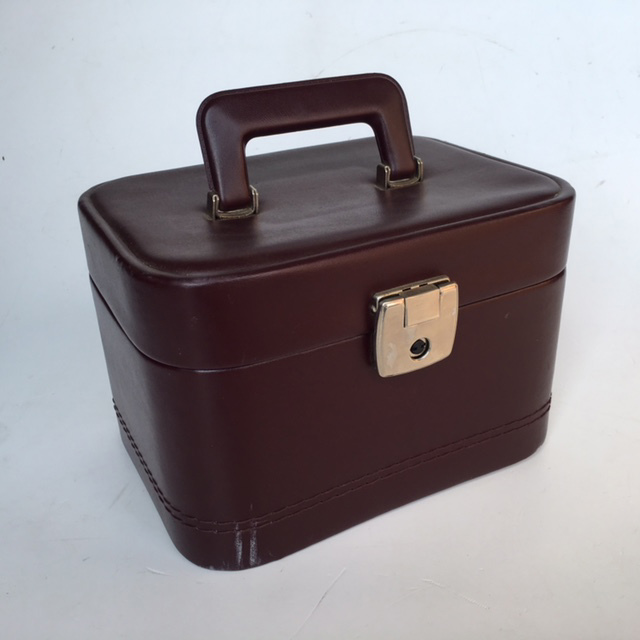 BEA0006 BEAUTY CASE, Burgundy - 1970s $12.50