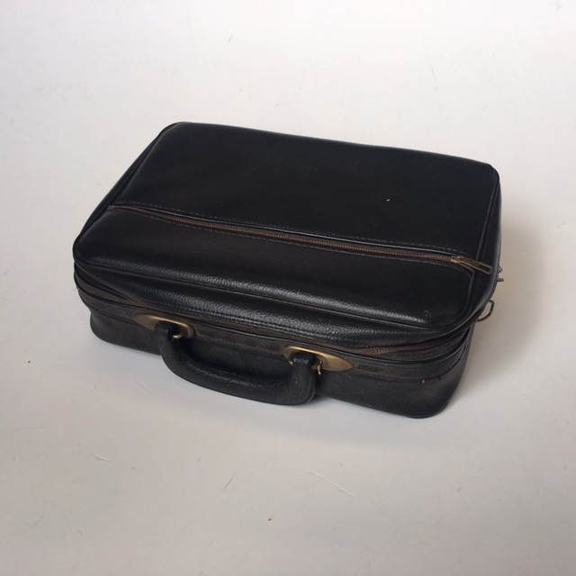 SUI0025 SUITCASE, Ex Small Black Vinyl - 1960-70s $15