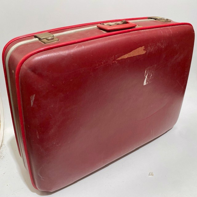 SUI0028 SUITCASE, Large Red Hardcase - 1960-70s $22.50