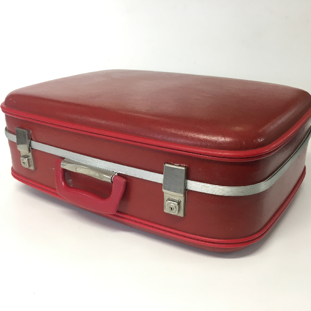 SUI0151 SUITCASE, Medium Red Hardcase 1960-70s $18.75