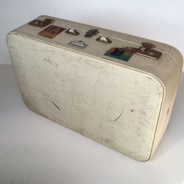 SUI0054 SUITCASE, Large White (No Handle) - 1970s $22.50