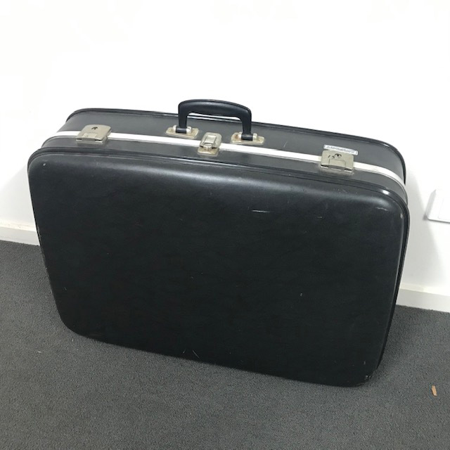 SUI0158 SUITCASE, Large Black Hardcase - Airport 1970-80's $22.5