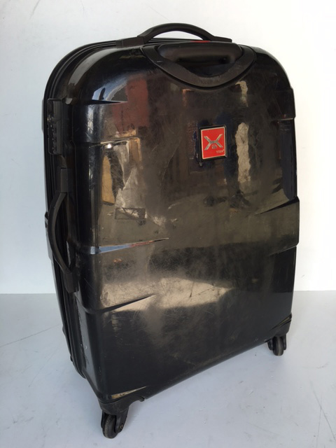 SUI0071 SUITCASE, Large Gloss Black Hardcase (Scuffed) $22.50