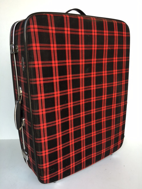 SUI0077 SUITCASE, Large Red Black Tartan $22.50