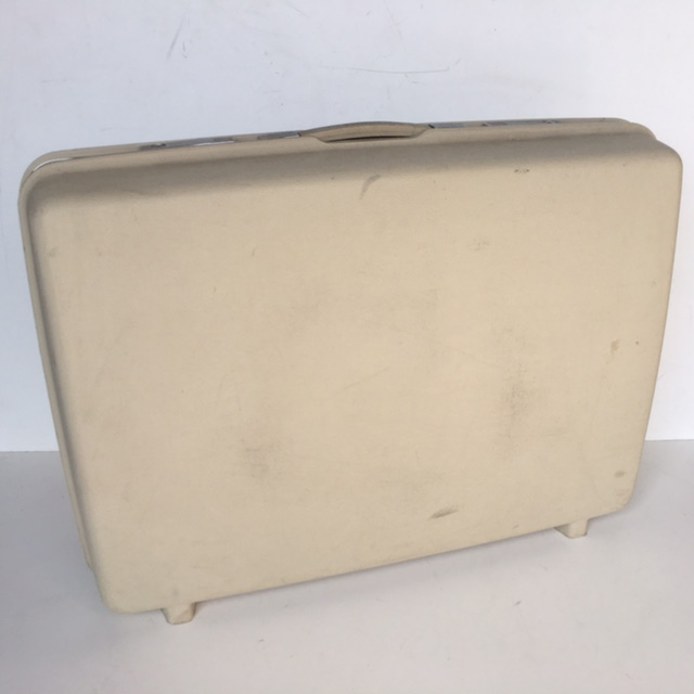 SUI0080 SUITCASE, Large White Hardcase $22.50
