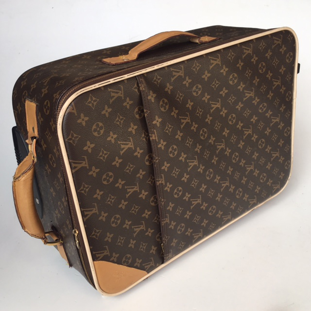 SUI0081 SUITCASE, Louis Vuitton - Cabin Bag $22.50