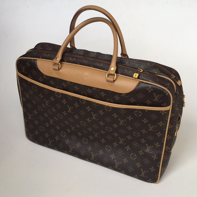 SUI0082 SUITCASE, Louis Vuitton - Day Bag $18.75