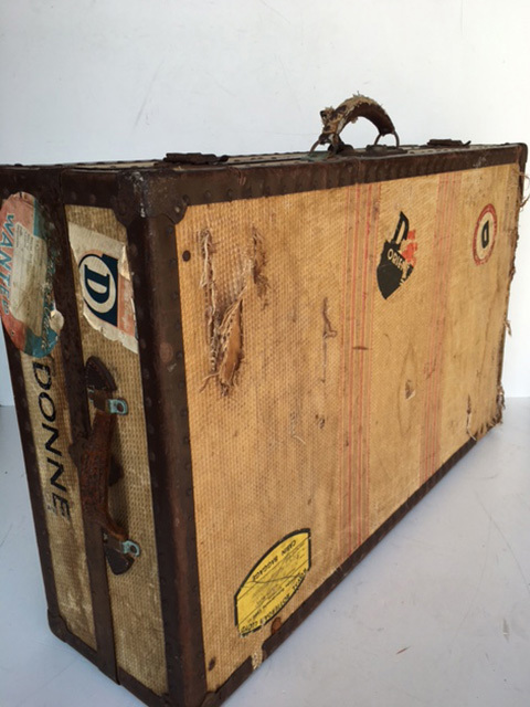 SUI0012 SUITCASE, Travel Wardrobe - Vintage X-Large Donne (Cream w Stickers) $37.50