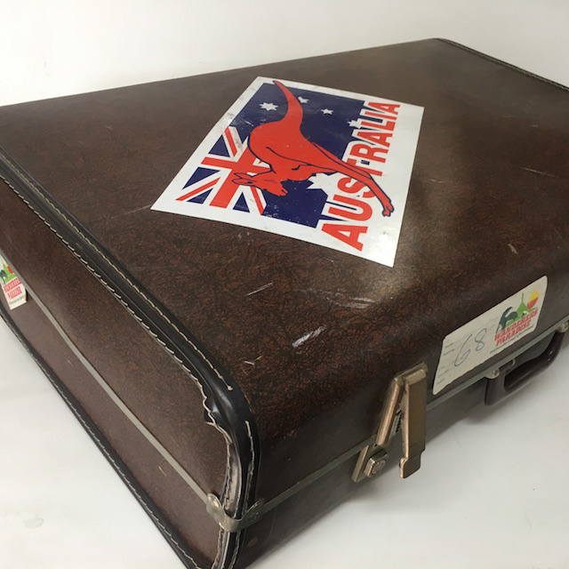 SUI0092 SUITCASE, Vintage Style - Large Brown Globite w Australia Sticker $22.50