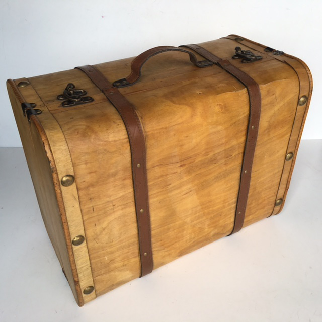 SUI0109 SUITCASE, Vintage Style - Large Natural Plywood $22.50
