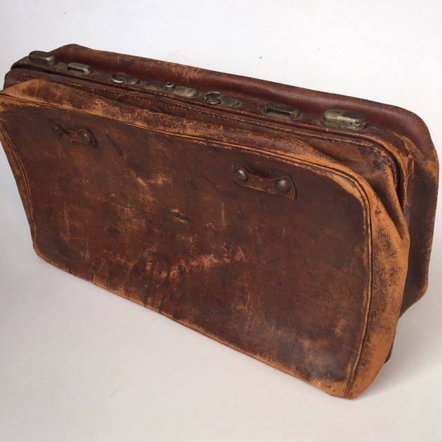 SUI0119 SUITCASE, Vintage Style - Medium Brown Leather (Worn) $18.75