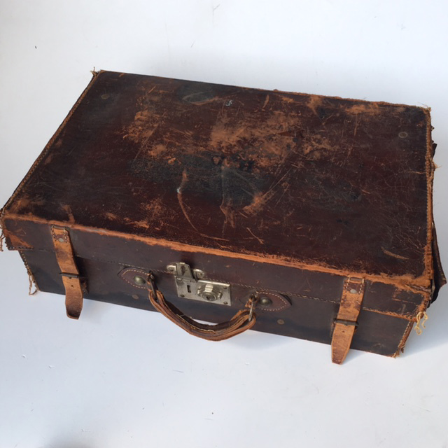 SUI0133 SUITCASE, Vintage Style - Medium Tattered Brown Leather $18.75