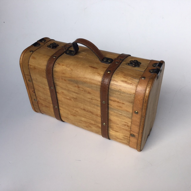 SUI0137 SUITCASE, Vintage Style - Small Natural Plywood $15