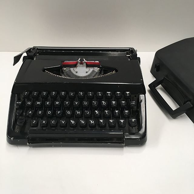 TYP0014 TYPEWRITER, Black Small with Case $22.50
