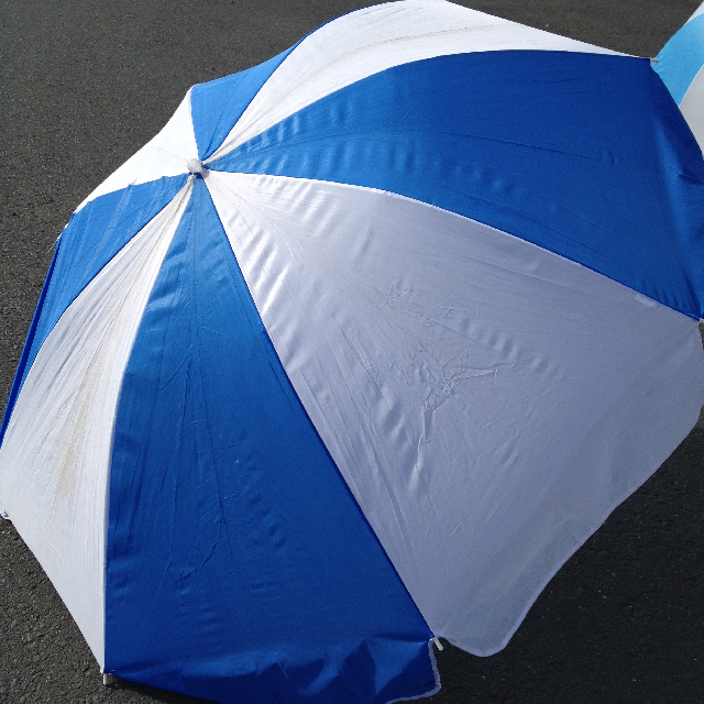 UMB0100 UMBRELLA, Beach - Blue & White $12.50