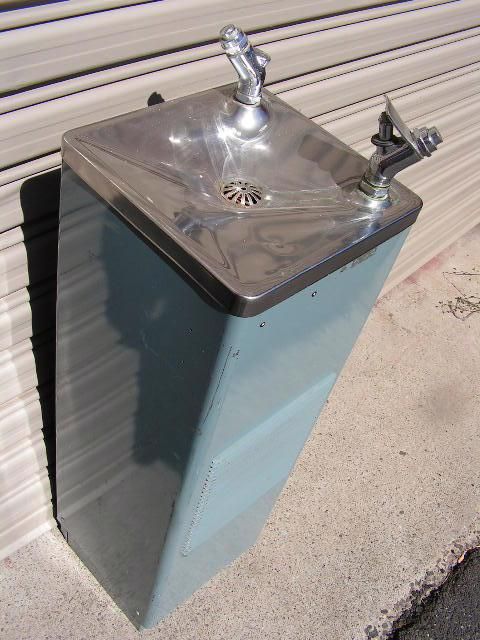 WAT0007 WATER FOUNTAIN, Round on Pedestal - Adult Height (1m High) $30
