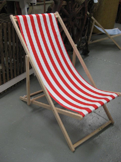 CHA0711 CHAIR, Deck Chair - Red & White, Natural Timber Frame $18.75