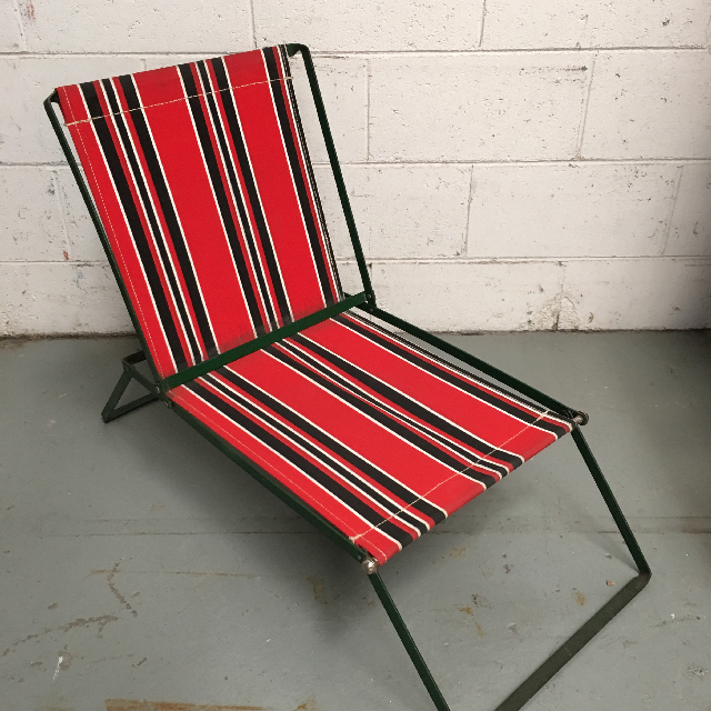CHA0713 CHAIR, Deck Chair - Vintage Red & Green, Metal Frame $20