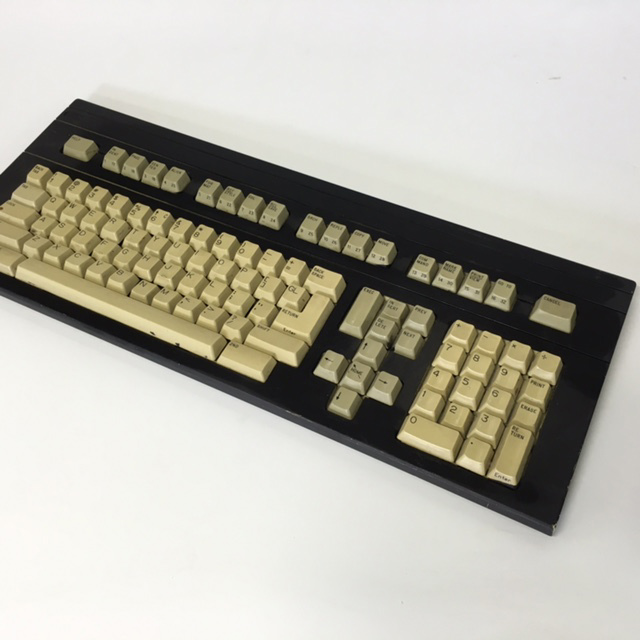 COM0317 COMPUTER KEYBOARD, Black w Beige Keys $15