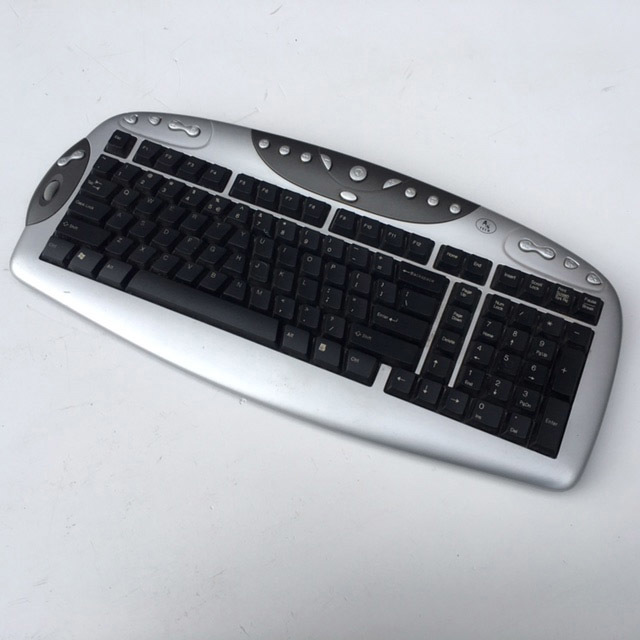 COM0311 COMPUTER KEYBOARD, Silver w Black Keys $15
