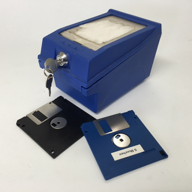 DIS0019 DISK FILE, Blue Box w Key $6.25